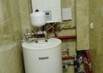 Kocioł gazowy kondensacyjny, zasobnik na wode stojący